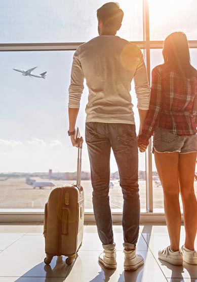 Couple à l'aéroport