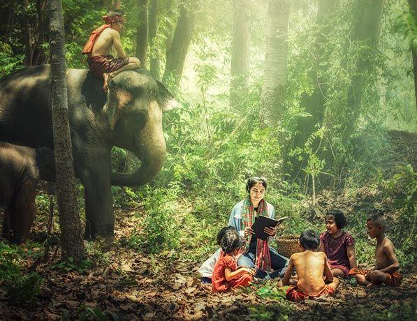 Famille dans une foret en Asie